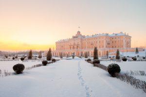 Константиновский дворец в Стрельне — проект Петра I, который не могли достроить почти 100 лет. Здесь была школа-колония, наблюдательный пункт немцев — а в наши дни находится президентская резиденция 🏰