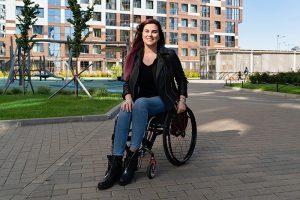 «Коляска — это стимул к движению». Как «блогер на колесах» и мундеп Наташа Камолинкова борется со стереотипами об инвалидности — а еще ныряет с аквалангом