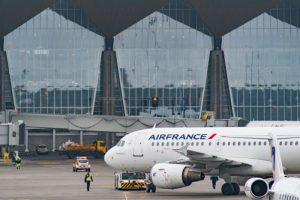 Авиакомпания Air France возобновила рейсы между Петербургом и Парижем. Но въезд во Францию по-прежнему ограничен