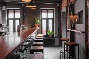 На улице Некрасова открывается пространство «D бар и номера». Это бар с собственными номерами 🛏