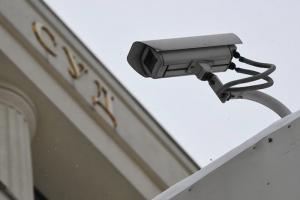 Что известно о деле из-за «утечки данных» пассажиров, летевших с Навальным в день его отравления. Подозреваемый — майор полиции, пишет «Коммерсантъ»