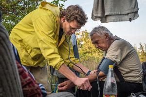 Петербургский врач, создавший «Благотворительную больницу», выиграл обучение на курсах лидеров НКО в конкурсе Дудя. Это поможет ему запустить клинику для бездомных в Петербурге