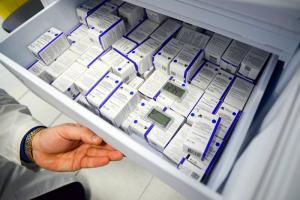 Основной объем вакцинации в России должны завершить к осени. В Петербурге две прививки сделали менее 2 % от реального населения