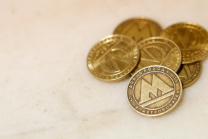 «Ночлежка» снова попросила петербуржцев передать жетоны и проездные для бездомных. Это можно сделать в десятках заведений