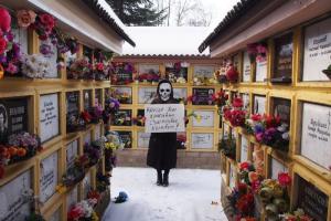 Как в Петербурге отметили 8 Марта — от акций против дискриминации девушек до поздравлений в образе Стаса Михайлова