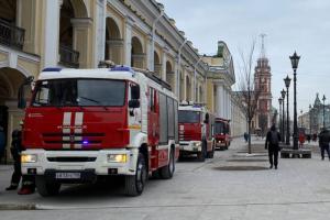 «Тут метро замедлили». Как в Петербурге в утренний час пик закрыли станции зеленой линии