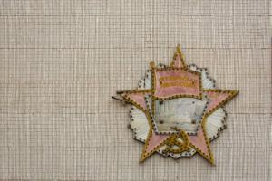 Как искать советские вывески по старым фотографиям и гугл-картам, в чем их красота и что угрожает их сохранности? Рассказывает автор телеграм-канала «Радиоателье»