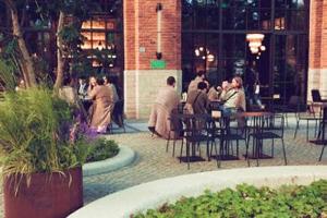 Власти Петербурга планируют разрешить установку летних кафе уже в апреле