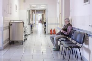 В Мариинской больнице — вспышка коронавируса среди сотрудников и пациентов, сообщают источники. Администрация усилила меры контроля