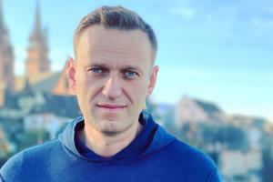 «Уже представляю, как буду ходить по зоне со стильной тростью». Навальный выпустил новый пост — о своем состоянии здоровья в колонии