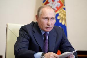Путин отказался публично вакцинироваться, потому что не хотел «обезьянничать»
