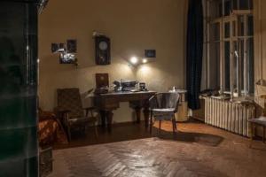 Блогер побывал в коммунальной квартире, в которой жил Довлатов. Вот в каком состоянии комнаты 👀