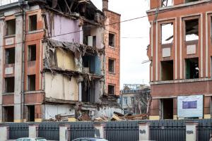 На Васильевском острове сносят бывшее здание школы, чтобы построить общежитие для студентов Горного. Объект должны были реконструировать