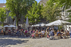 Рестораторы Петербурга смогут онлайн в упрощенном порядке получить разрешение на размещение летних веранд