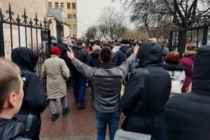 Закс Петербурга оставил сквер в Кузнечном переулке доступным для застройки. Против этого выступали местные активисты