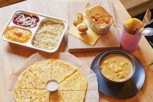 На Васильевском острове открыли заведение «Семь специй» с индийской уличной едой