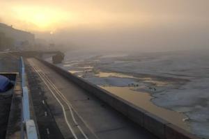 В Петербурге — густой туман. Вот как выглядят разные районы города