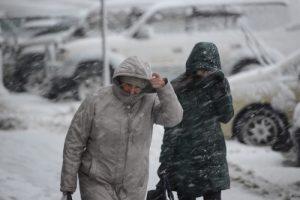 В Петербурге ожидается метель. Горожанам рекомендуют убрать вещи с балконов