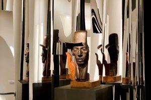В KGallery показывают работы Натана Альтмана: портреты, иллюстрации и даже тарелки. Как устроена первая за 50 лет персональная выставка художника
