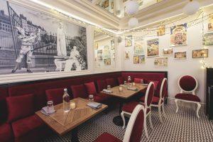 На Малой Конюшенной открыли ресторан «Фюнамбюль». Гостям предлагают улиток с чесночным маслом, луковый суп и другие французские блюда