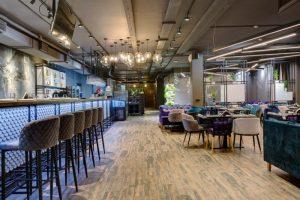 На юго-западе Петербурга открыли ресторан White Fish. Там готовят морепродукты и мясо из разных стран мира