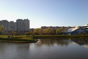 В Заксе опять отклонили поправку о включении участка в парке Малиновка в список зеленых насаждений. Его пытаются застроить храмом с 2013 года