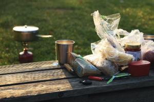 Петербургская депутатка предложила запретить продажу полиэтиленовых пакетов и одноразовой посуды в России. Законопроект должны рассмотреть в Заксе и Госдуме