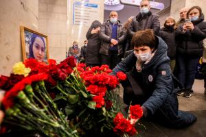 Четыре года со дня теракта в петербургском метро. Одно фото с возложения цветов на станции «Технологический институт»