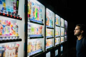 Как люди принимают решения и как математические модели помогают государствам бороться с ожирением и алкоголизмом? Рассказывает экономист Михаил Фреер