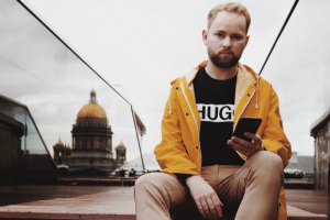«Текстовые угрозы стали реальностью». Петербургский фотограф Илья Бронский рассказывает, как его избили после открытого интервью о жизни с ВИЧ