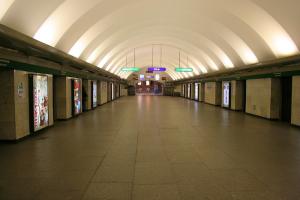 В Петербурге на центральных станциях метро установят новое освещение