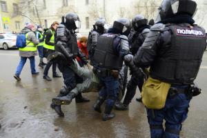 Глава СК Бастрыкин потребовал пересмотреть приговор петербургскому протестующему, который получил условный срок за стычку с силовиками