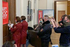 «Мы все понимаем, что это политическая цензура». Куратор «Артдокфеста» — о срыве фестиваля в Петербурге, его зачинщиках и онлайн-показах