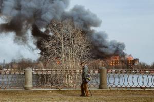 СК возбудил уголовное дело по факту гибели сотрудника МЧС при тушении пожара в «Невской мануфактуре»