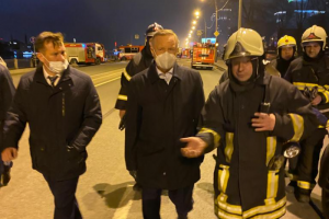 Беглов призвал восстановить сгоревшую «Невскую мануфактуру». Октябрьская набережная перекрыта. За ночь число пострадавших увеличилось до трех