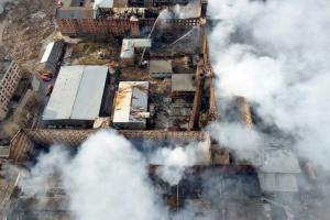 Сотрудники МЧС третий день подряд продолжают тушить пожар в «Невской мануфактуре»