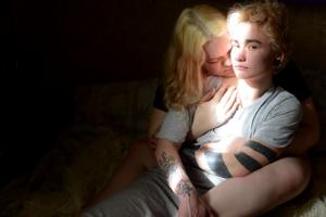 Петербургский фотограф Олег Пономарев стал лауреатом премии World Press Photo. Смотрите его снимок из серии о трансгендерном переходе