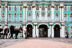 Поход в Эрмитаж теперь обходится дороже на 100 рублей. Почему так? И вернут ли льготы?