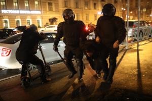 Петербургская полиция прокомментировала применение электрошокеров на акции 21 апреля: действия были законными, жалоб не поступало