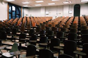 НКО-иноагентам запретят лекции, для выступления в вузе нужен «стаж 2 года». Эти и другие правила просветительской деятельности сейчас проходят общественное обсуждение