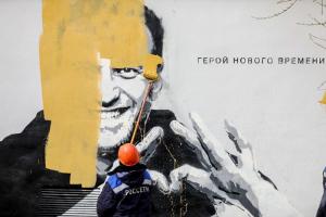 Стрит-арт с Алексеем Навальным в Петербурге просуществовал несколько часов — и его уже закрасили. Две фотографии