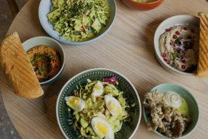 На улице Некрасова заработало бистро tureckiy. Это заведение с турецкой уличной едой в берлинском стиле