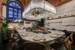 В ресторане Kuznya House открыли Hidden — комнату-кухню, в которой будут проводить гостевые ужины и другие события