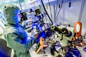 «Интересных штаммов будет всё больше и больше». Как в НИИ Пастера ищут изменения в структуре коронавируса — и как SARS-CoV-2 мутирует в Петербурге