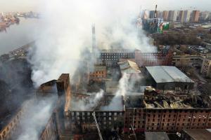 «Всё вспыхнуло, как картонная коробка». Арендаторы «Невской мануфактуры» — о начале пожара, не сработавшей сигнализации и своих потерях