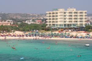 Кипр с 10 мая начнет без ограничений принимать туристов с прививкой от коронавируса. В том числе россиян