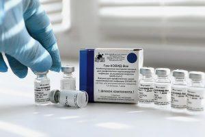 Маломобильных жителей Петербурга начали вакцинировать от коронавируса на дому