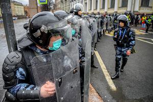 Почему в Петербурге так много задержанных? И чем прошедший митинг отличается от январских протестов? Отвечает политолог