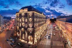 В историческом доме Вавельберга на Невском был банк и магазин «Березка», а теперь работает пятизвездочный отель. Вот как он выглядит 🏨