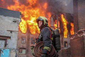Что известно о причинах пожара в «Невской мануфактуре», о каких проблемах при тушении рассказывают очевидцы и почему власти не могут назвать точное число пострадавших